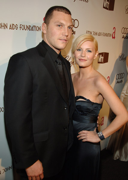 Elisha Cuthbert and Sean Avery at some pleasant boondoggle together.